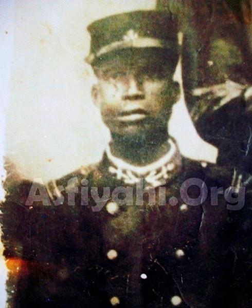 Photo exclusive de Seydi Ahmed Sy Malick sous l'apparat du Soldat avant son départ pour la première Guerre Mondiale (source Serigne Ahmed Sy ibn Serigne Babacar Sy)
