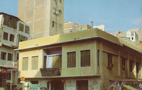 Lieu de naissancedu Prophéte Mouhamed psl Les ravages du temps ont détruit le bâtiment initial mais l'endroit est identique où se situé la maison d'Abdullah le père du prophète saint (la paix soit sur lui), qui a appartenu à la famille de Hashim l