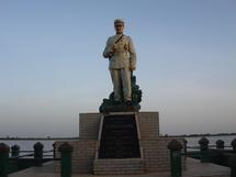 [ DECOUVERTE ] SUR LES TRACES D'EL HADJ OUMAR AL FOUTIYOU TALL : IMPRESSIONS DE SEGOU, Les canons du commandant et la Wazifa de l'Almamy