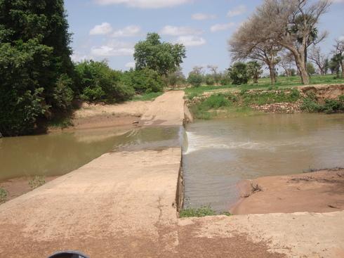 Sur la route entre Doucombo (près de Bandiagara) et Déguimbéré