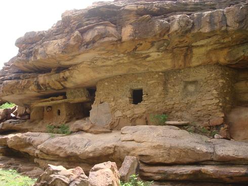 En bas de la falaise de Déguiméré (à 14 Km de Bandiagara)