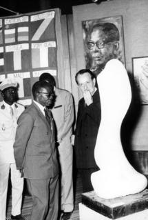 Le Président Léopold Sédar Senghor et André Malraux, lors de l'inauguration du premier festival mondial des arts nègress