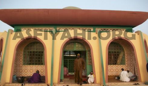 Vue Extérieure Mausolée Thierno Mounatga Tall, Ici même repose Elhadj Thierno Seydou Nourou Tall