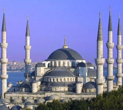 La mosquée bleue, Son nom vient de la couleur de sa mosaïque en porcelaine