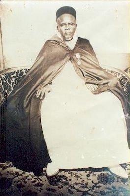 La dernière photo prise à Dakar par  Serigne Babacar Sy dans son salon à la Rue Thiers en 1950