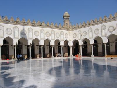 En Egypte, il y a près de 500 étudiants sénégalais qui font l'essentiel de la communauté dans le pays des Pharaons et de Gamal Abd An Nasr. Cependant, ils restent confrontés à la lancinante question des bourses