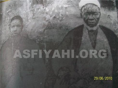 El Hadj Abdoul Hamid Kane (à droite) et Cheikh Ahmed Soukeyrij (à gauche) lors de leur voyage dans le hijaz
