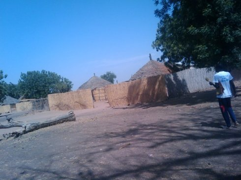 A l'âge de 8ans]b, il fut amené par son oncle paternel Amadou SY dans le Djolof, à Sine prés de Sagata, le village de sa famille paternelle.