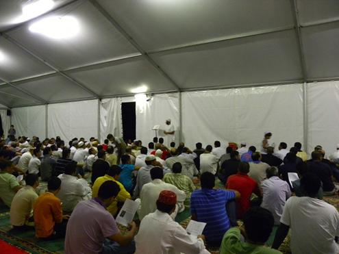 L'imam de la communauté musulmane de Gallerte face à ses fidèles.