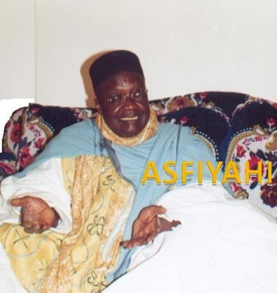 Borrom Daara ji portant le Bonnet carré et le Manteau que portait Serigne Babacar Sy qu'il arbore chaque Achoura