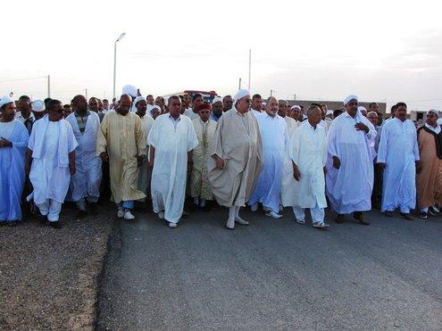 Une foule Nombreuse est venu accueillir le nouveau Calife à l'entrée de Ain Madhi