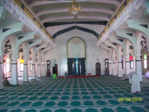 [VIDEO] Le Respect de la Mosquée (Téguine si Biir Djakk), traduction de «ADAABOUL MASDJID» de Seydi El Hadj Malick Sy (RTA)