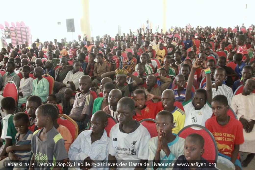 PHOTOS - TIVAOUANE - Tabaski 2019 - Demba Diop Sy Habille 2500 Éléves des Daaras de Tivaouane