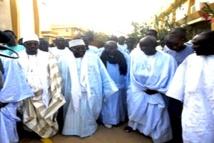 VIDEO : Serigne Abdoul Aziz Sy Al Amine rend visite à Cheikh Sidy Mokhtar Mbacké , Khalif general des Mourides
