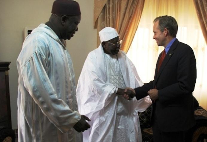 TIVAOUANE : L'Ambassadeur des Etats-Unies , Lewis Lukens présente ses condoléances à la communauté Tidiane