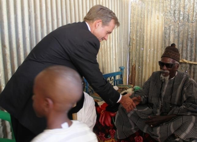 TOUBA : Lewis Lukens rend une visite de courtoisie au Khalif General des Mourides Serigne Cheikh Sidy Mokhtar Mbacké
