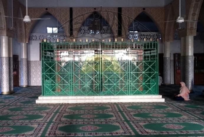 "AUDIOS - Traduction en Wolof et Francais de ""Adaaboul Masdjid"" de El Hadj Malick Sy : Le Respect de la Mosquée (Téguine si biir Djaak)"