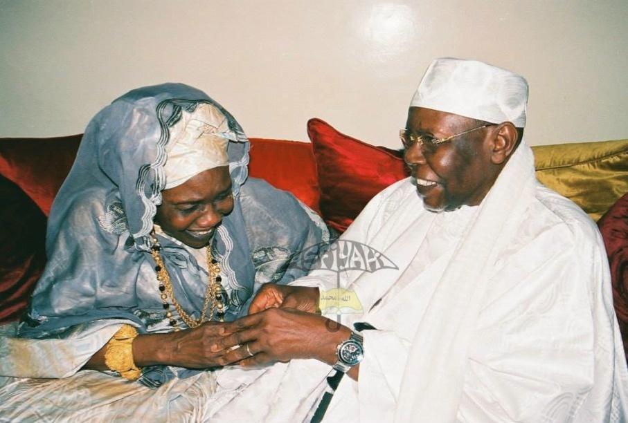 Serigne Abdoul Aziz Sy AL AMine en compagnie de sa grande Soeur Sokhna Oumou Kalsom Sy Khalifa