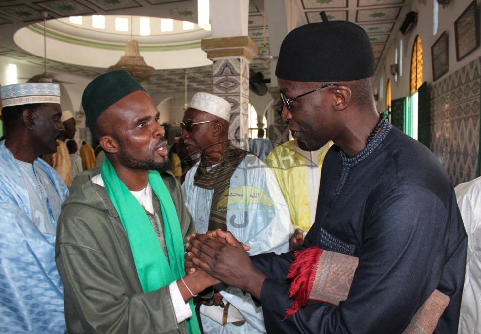 Serigne Abdou Sy Ibn Serigne Cheikh Tidiane Sy Al Maktoum en compagnie de Pape Khalifa Ndiaye Ibn Sokhna Khady Sy Bint Serigne Babacar Sy , Responsable du Dahira Asfiyahi