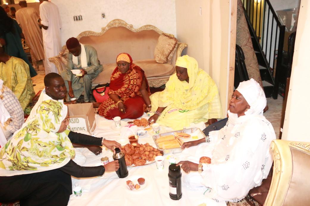en jaune Sokhna Marieme Cissé ( présidente dayira mame fawade wellé New York), en rouge Sokhna Amy Cissé Khalifa ( présidente dayira Seydi djamil usa). A gauche Dauda Sarr, , SOkhna Khady Diop Dabakh ( en blanc) en haut Imam Abdoulaye Diop.