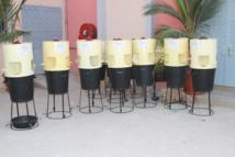 PREVENTION: Le ministre de l'industrie et des  Mines Aly Ngouille Ndiaye offre des lave-mains au comité d'organisation
