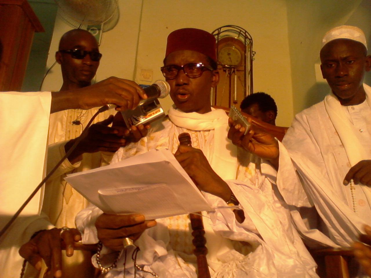 Le Frère du Khalife de la Famille Omarienne baptise son