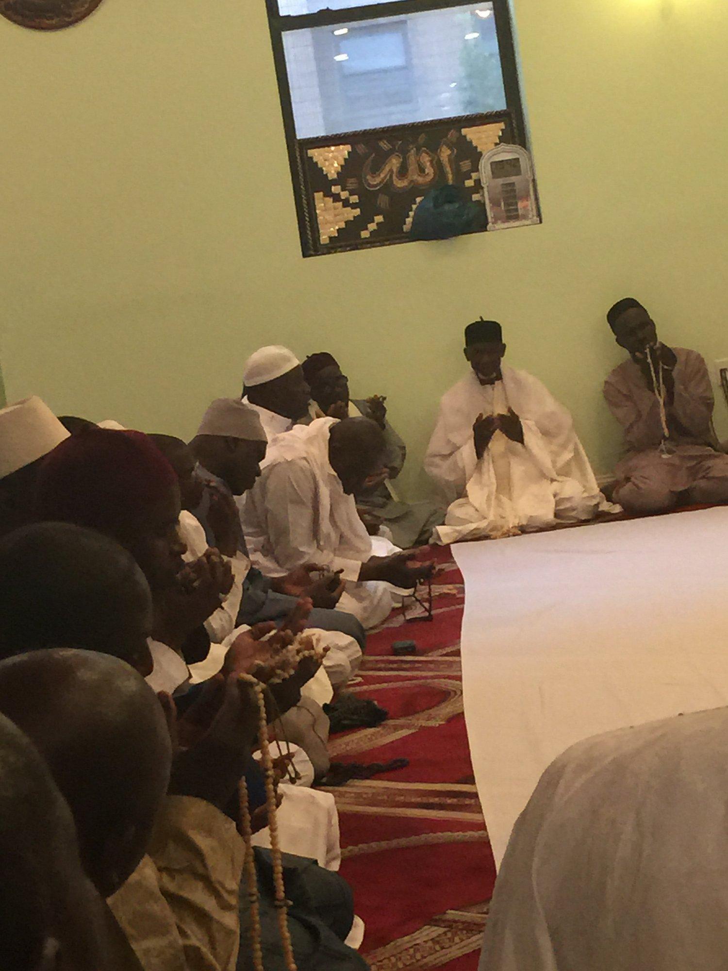 PHOTOS - NEW YORK - Les Images du Khadratoul Djumah suivi de Ndogou organisé à la Zawiya El Hadj Malick Sy de New-York par la section Mouqtafina