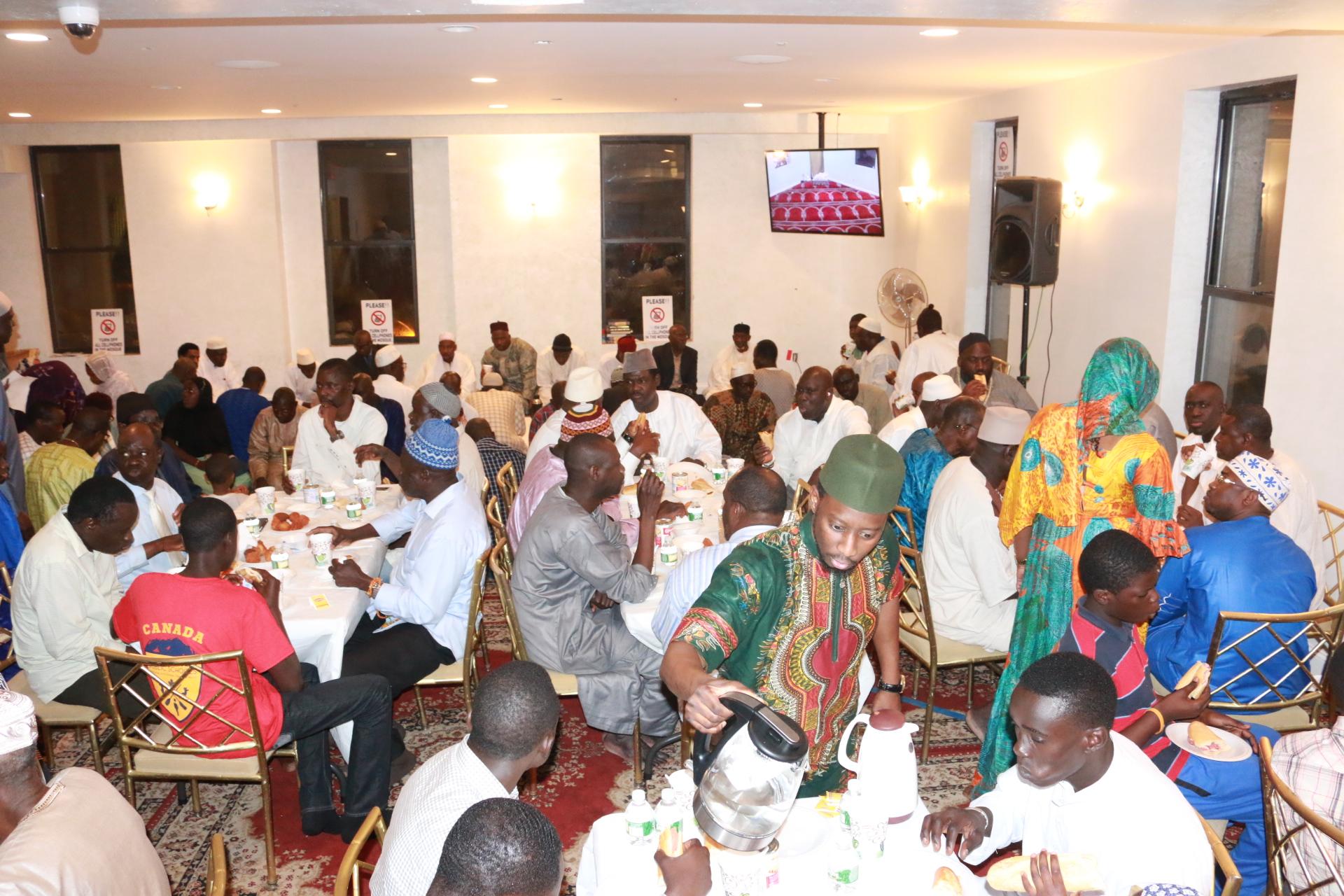 Mactar Diop ( service ) et les invités