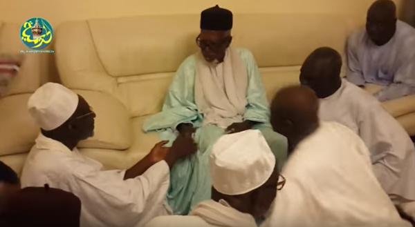 VIDEO - Thierno Madani Tall reçu par le Khalif des Mourides;Cheikh Sidy Mokhtar lui témoigne son dynamisme et son engagement en faveur de l'Islam