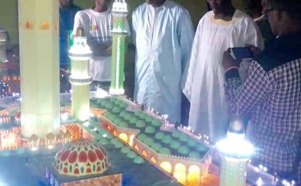 Regardez le cadeau symbolique d'un Talibé Tidiane à Cheikh Sidy Mokhtar Mbacké