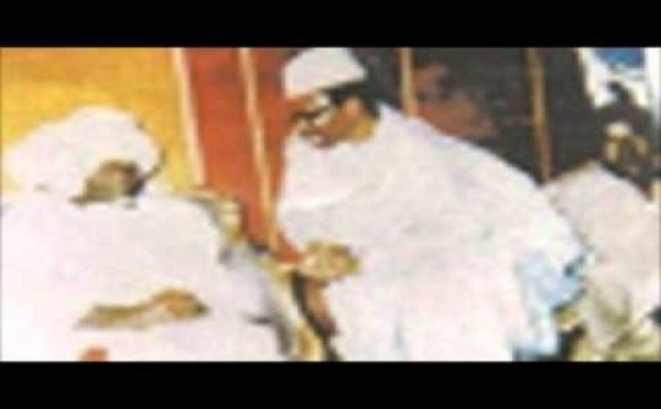 AUDIO : Visite de Serigne Cheikh Tidiane Sy Al Maktoum à Touba , chez Serigne Abdou Lahat Mbacké , accompagné de Serigne Abdou Aziz Sy Al Amine , Serigne Mbaye Sy Mansour et Serigne Maodo Sy Dabakh et Serigne Pape Malick Sy