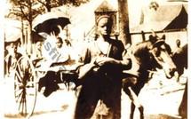 El Hadj Malick Sy dans Tivaouane avec ses deux enfants El Hadj Habib Sy et El Hadj Abdou Aziz SY Dabakh